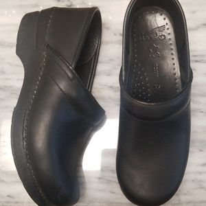 Dansko Leather Clogs Size 39 Narrow